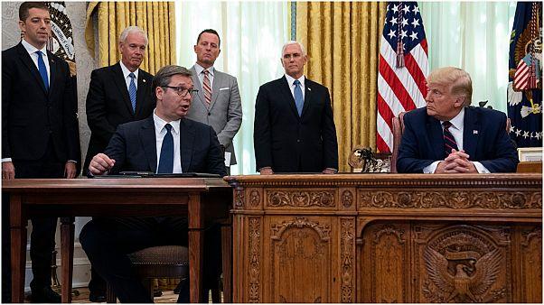الرئيس الامريكي دونالد ترامب رفقة الرئيس الصربي  ألكسندر فوتشيتش