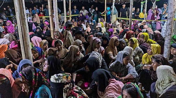 Endonezya'nın Açe eyaletinde kurtarılan 297 Arakanlı Müslüman'ın 7 aydır denizde olduğu tespit edildi