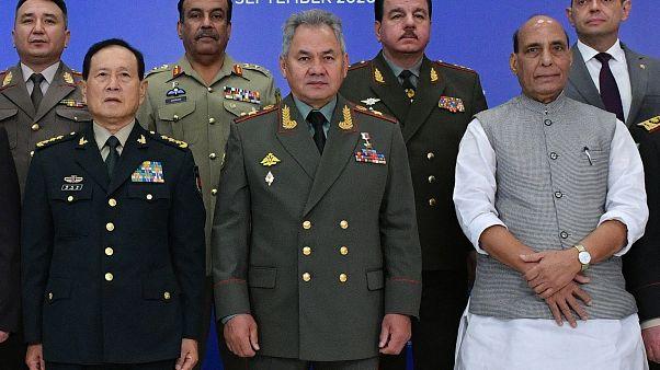 واجتمع وزيرا دفاع الهند والصين الجمعة في موسكو في أول اتصال مباشر رفيع المستوى بين الجانبين منذ بدء المواجهة