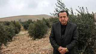 السوري الكردي سليمان شيخو بدأ بنقل أشجار الزيتون من مسقط رأسه عفرين عام 2017 إلى كردستان العراق