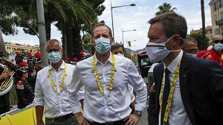 Tour de France-Direktor hat Covid-19, Fahrer alle negativ getestet