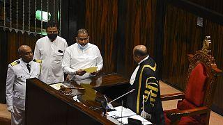 سیاستمدار سریلانکایی که به خاطر قتل به اعدام محکوم شده است در پارلمان سوگند میخورد