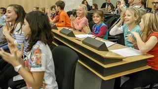 """عرض """"كيدز يونايتد"""" خلال اليوم العالمي للطفل لليونيسف، في المقر الأوروبي للأمم المتحدة في جنيف."""