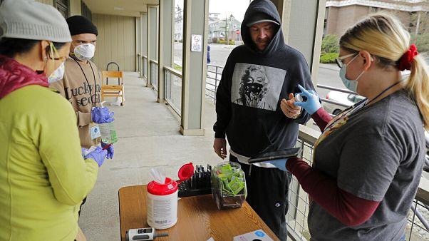 Olympia, Washington: un centro per la distribuzione di farmaci sostitutivi durante l'epidemia di Coronavirus