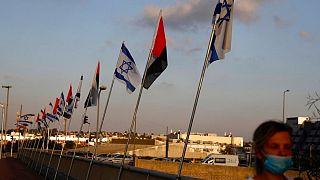 پرچمهای اسرائیل و امارات در کنار یکدیگر در اسرائیل