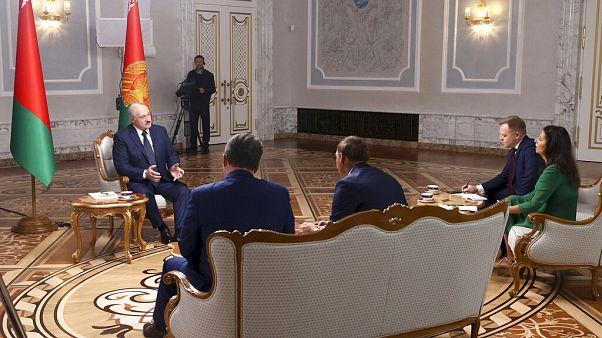 Alexander Lukashenko durante a entrevista a jornalistas russos