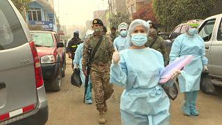 Personal médico y militares participan en los test casa por casa