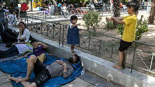 Πρόσφυγες και μετανάστες στην πλατεία Βικτορίας στην Αθήνα