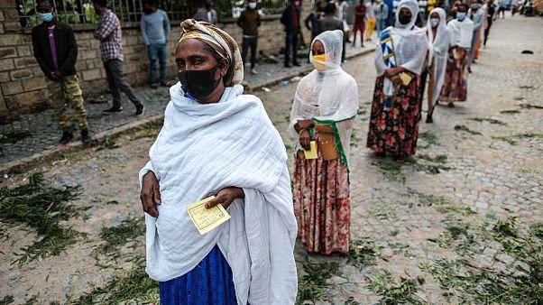 سيدات ينتظرن الإدلاء بأصواتهن في انتخابات تيغري في إثيوبيا 9 سبتمبر 2020
