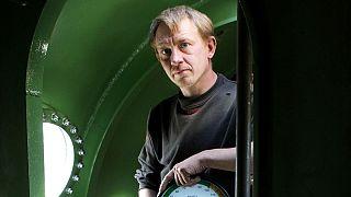 تصویری از پیتر مدسن، مهندس و مخترع دانمارکی در زیردریایی ساختهٔ خودش، اوت ۲۰۱۷