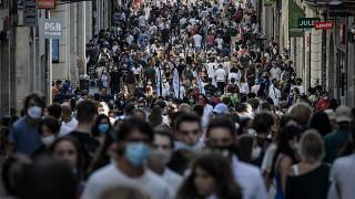 La foule dans une rue piétonne de Bordeaux, en Gironde - France -, le 5 septembre 2020