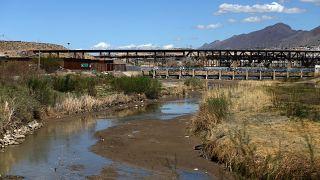 رودخانه نیمه خشک ریوگرانده در مرز میان مکزیک و ایالات متحده آمریکا
