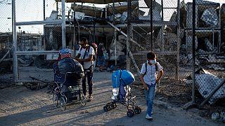 Famílias desalojadas regressaram a Moria para tentar resgatar alguns pertences