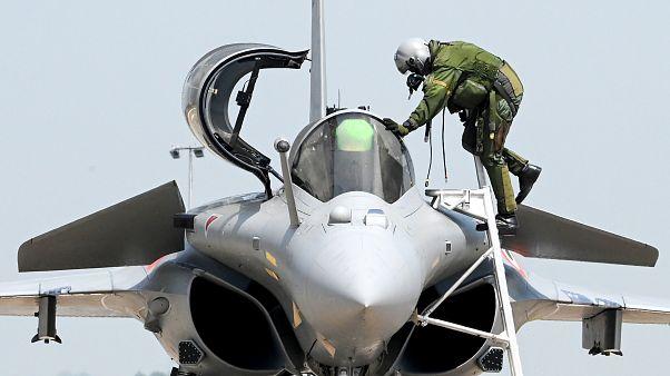 Hindistan'ın Fransa'dan aldığı 36 Rafale jetinin beşi teslim edildi