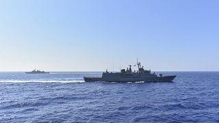 Griechische Kriegsschiffe im Mittelmeer