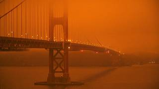 Apokalyptischer Himmel kündigt den Tag über San Francisco an