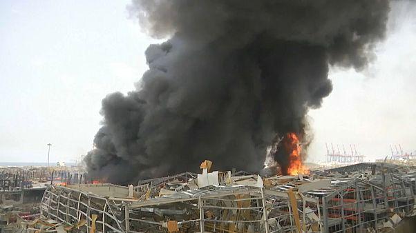 Beyrut'ta patlamanın meydana geldiği limanda bulunan hangarda yangın çıktı