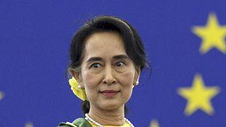 Visszavonták a mianmari vezető díját