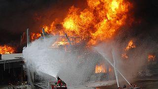 Libano, le immagini del nuovo incendio al porto di Beirut
