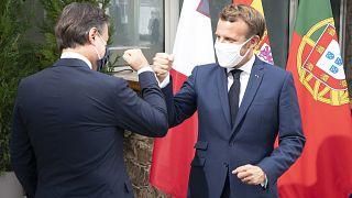 Conte e Macron si salutano cosi.