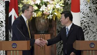 وزير الخارجية البريطاني دومينيك راب، ووزير الخارجية الياباني توشيميتسو موتيجي.