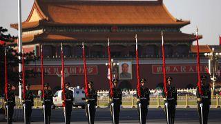 الحرس الشرفي الصيني يقف في ساحة تياننمان في بيكين. 2009/06/03