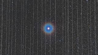 Starlink műholdak egy hosszú expozíciójú felvételen