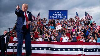 دونالد ترامپ در میتینگ انتخاباتی در جمع هواداران