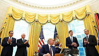 Trump und Vertraute im Weißen Haus