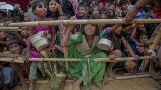 أطفال مسلمون من الروهينجا الذين عبروا الحدود من ميانمار إلى بنغلاديش