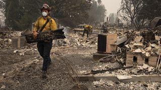 """La magnitud de estos incendios forestales es """"inédita"""" asegura el gobernador de Washington, Jay Inslee. Foto tomada en Talent, Oregón. El 11 de septiembre de 2020."""