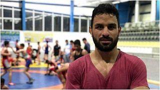السلطات الإيرانية تنفذ حكم الإعدام على بطل المصارعة الذي يبلغ من العمر 27 عاماً