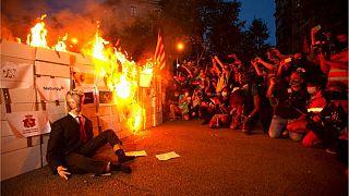 هواداران استقلال کاتالونیا آدمک پادشاه اسپانیا را آتش زدند