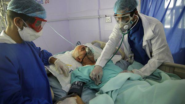 İç savaşın sürdüğü Yemen'in başkenti Sana'da bir koronavirüs hastası.