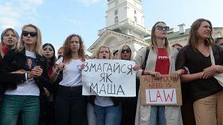 Több ezer nő tüntetett a belarusz elnök ellen