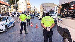 Sağlık Bakanı Fahrettin Koca, sosyal medyada 100 bin aktif insanın şehirler arası seyahat ettiğine ilişkin yanlış bilgi yayıldığını duyurdu.