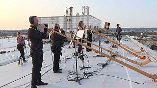 Trompas alpinas dão música nos telhados de Dresden