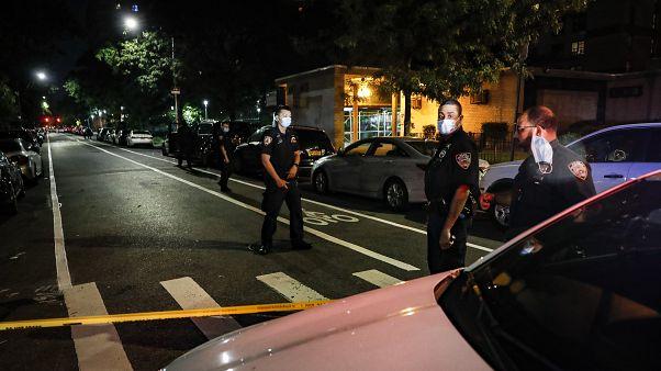 مقتل رجال سود على يد الشرطة أثناء اعتقالهم سبب موجة غضب عارمة في الشارع الأمريكي