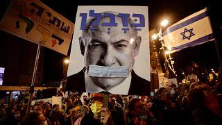 İsrail'de binlerde kişi, hakkındaki yolsuzluk davası ve Covid-19 salgınını yönetmekte başarısız olduğu gerekçesiyle Başbakan Binyamin Netanyahu karşıtı