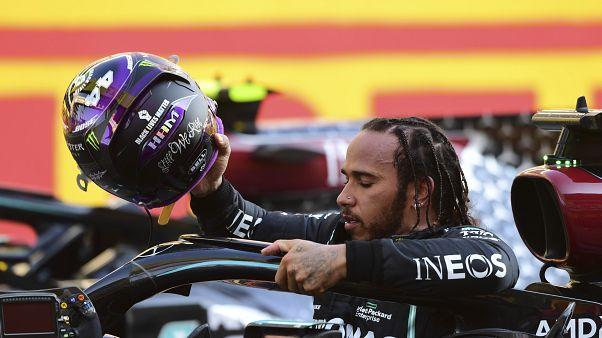 Ο Λούις Χάμιλτον μετά τη νίκη στο GP της Τοσκάνης