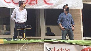 Grecsó Krisztián is őrt állt az SZFE Vas utcai épületenél
