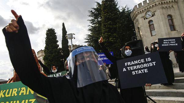 Protesta contra el semanario francés Charlie Hebdo en Estambul (Turquía)