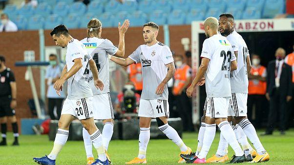 Süper Lig'de sezonun ilk büyük maçında Beşiktaş deplasmanda karşılaştığı zorlu rakibi Trabzonspor'u 3-1 mağlup etti.