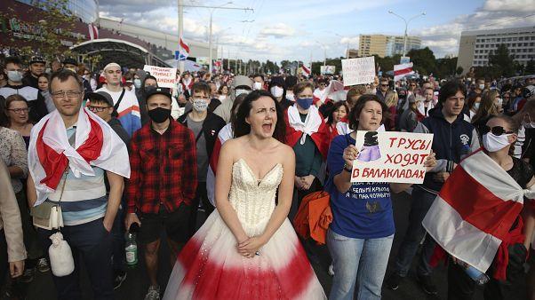 На улицы городов республики Беларусь вышли сотни тысяч человек