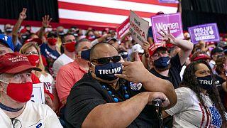Υποστηρικτές του Ντ Τραμπ σε προεκλογική συγκέντρωση