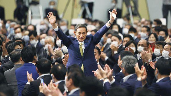 Cuando sea elegido formalmente como nuevo primer ministro, Suga se podrá mantener en el cargo en principio hasta que termine el actual mandato de Abe en septiembre de 2021.