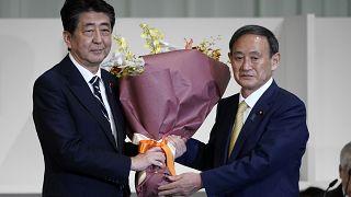 Передача полномочий: Ёсихидэ Суга становится новым главой ЛДП