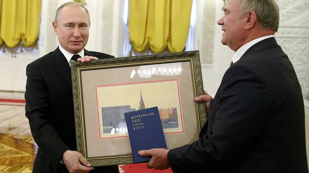 Vlagyimir Putyin és Gennagyij Zjuganov 2019-ben