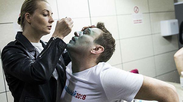 Rus muhalif lider Aleksey Navalny, daha önce yine saldırıya uğramış ve ilk müdahaleyi eşi Yuliya yapmıştı (2017)