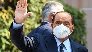 Silvio Berlusconi lascia il San Raffaele